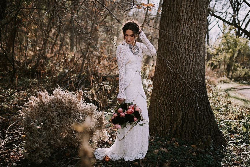 866x577px.edgy_bride_style_in_the_minnesota_fall.jpg