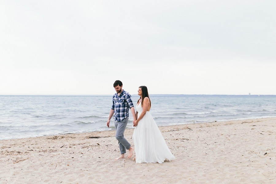 Lake_Michigan_beach_engagement_pictures_white_dress_outfit_ideas.jpg