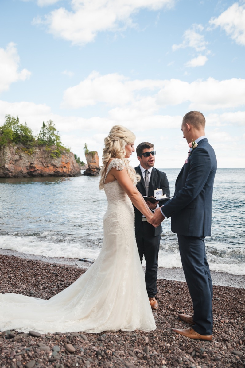 Tettegouche_State_Park_north_shore_lakeside_wedding.jpg