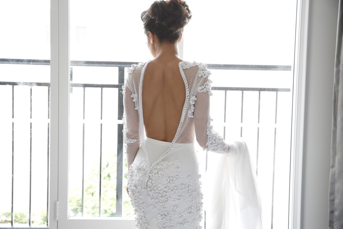 back_of_brides_dress_unzipped.jpg