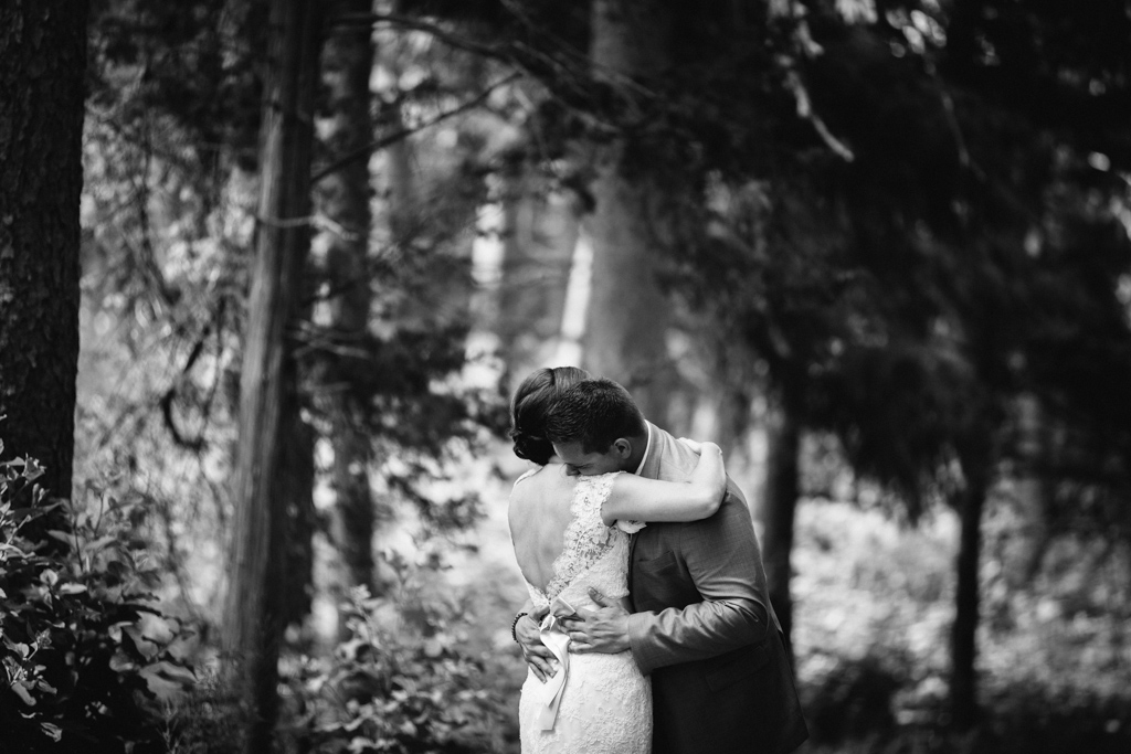 black_and_white_portrait_bride_and_groom_hugging.jpg