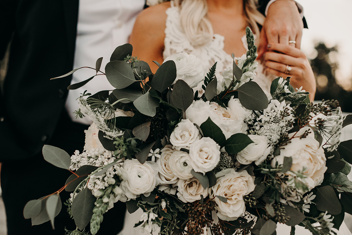 bohemian_bridal_bouquet_white_and_green.jpg