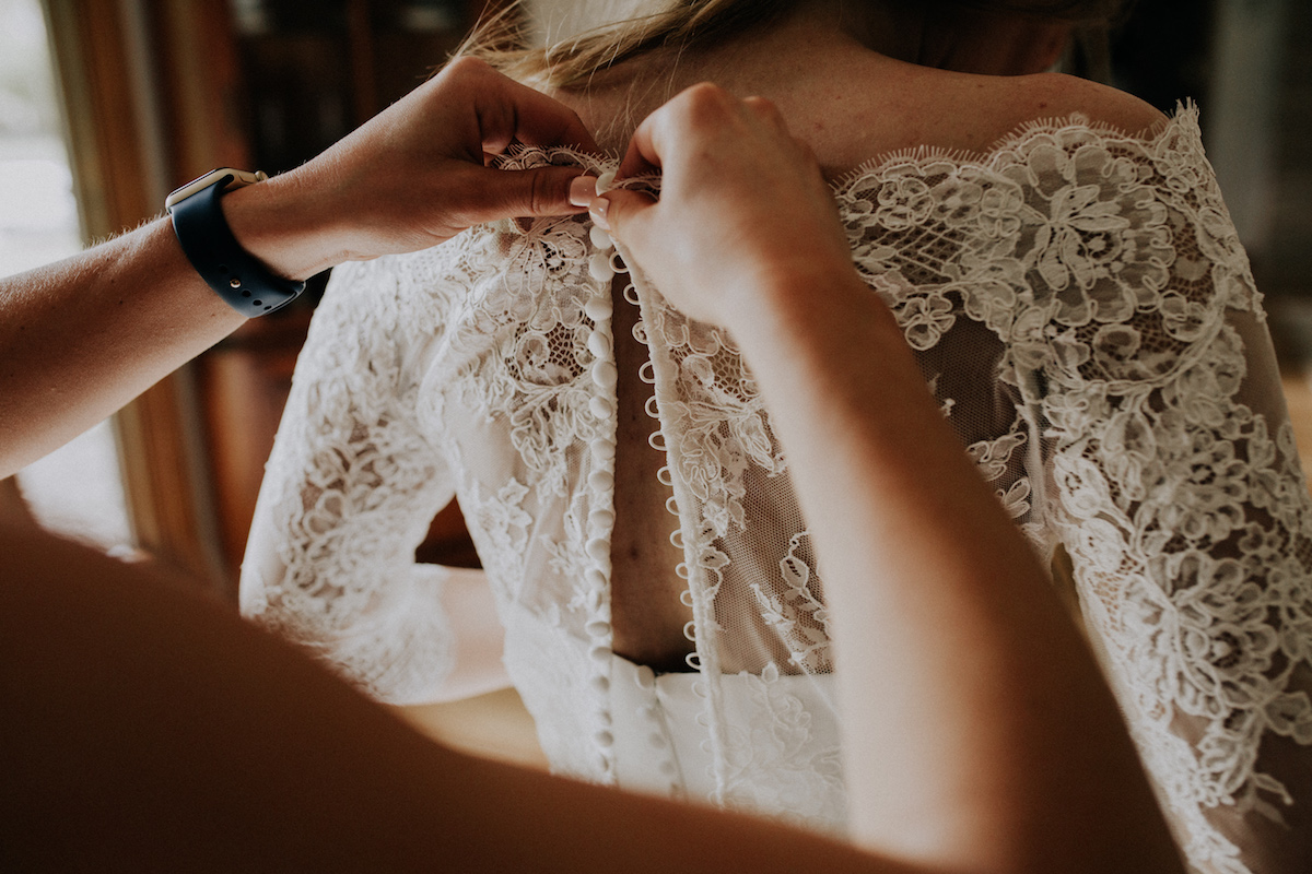boho_bride_lace_gown_buttoning_up_back.jpg