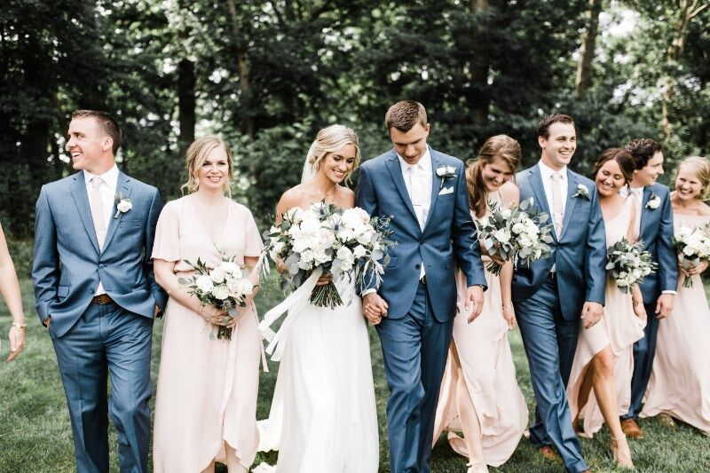 bridal_party_having_fun_bride_and_groom_in_the_middle_laughing.jpg