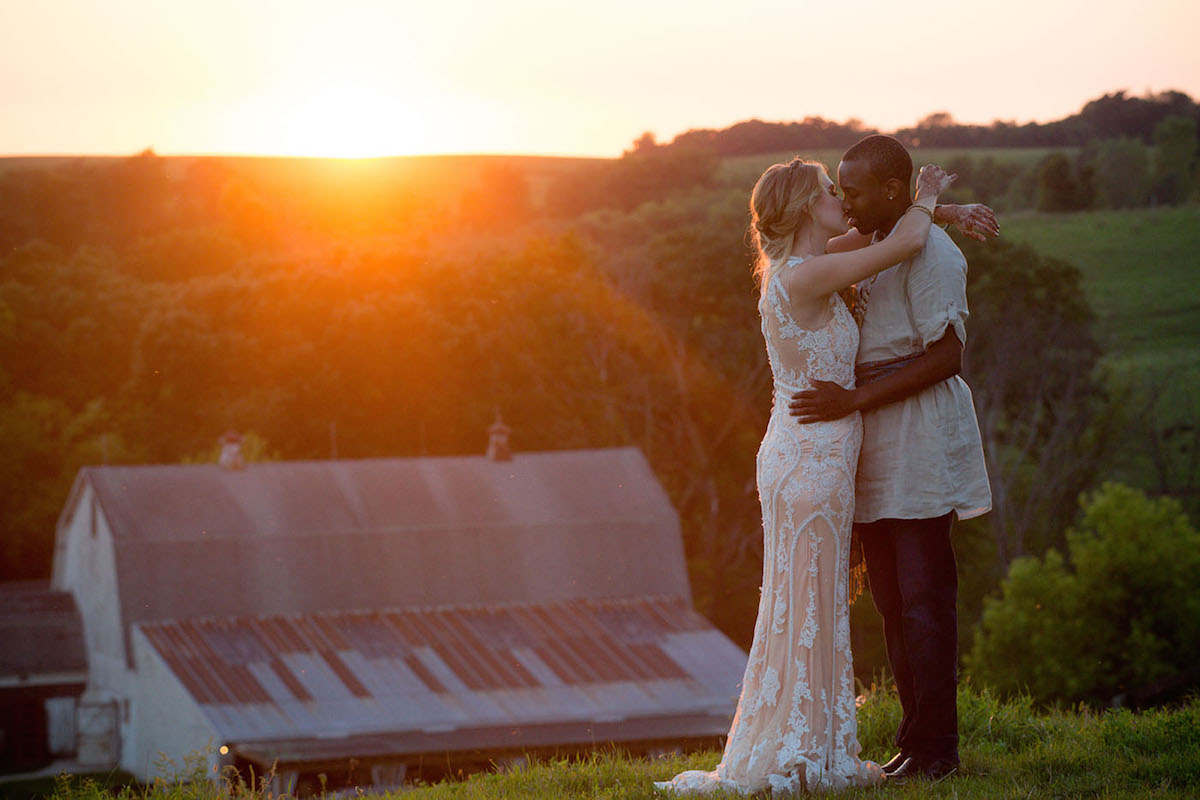 bride_and_groom_kissing_at_sunset.jpg