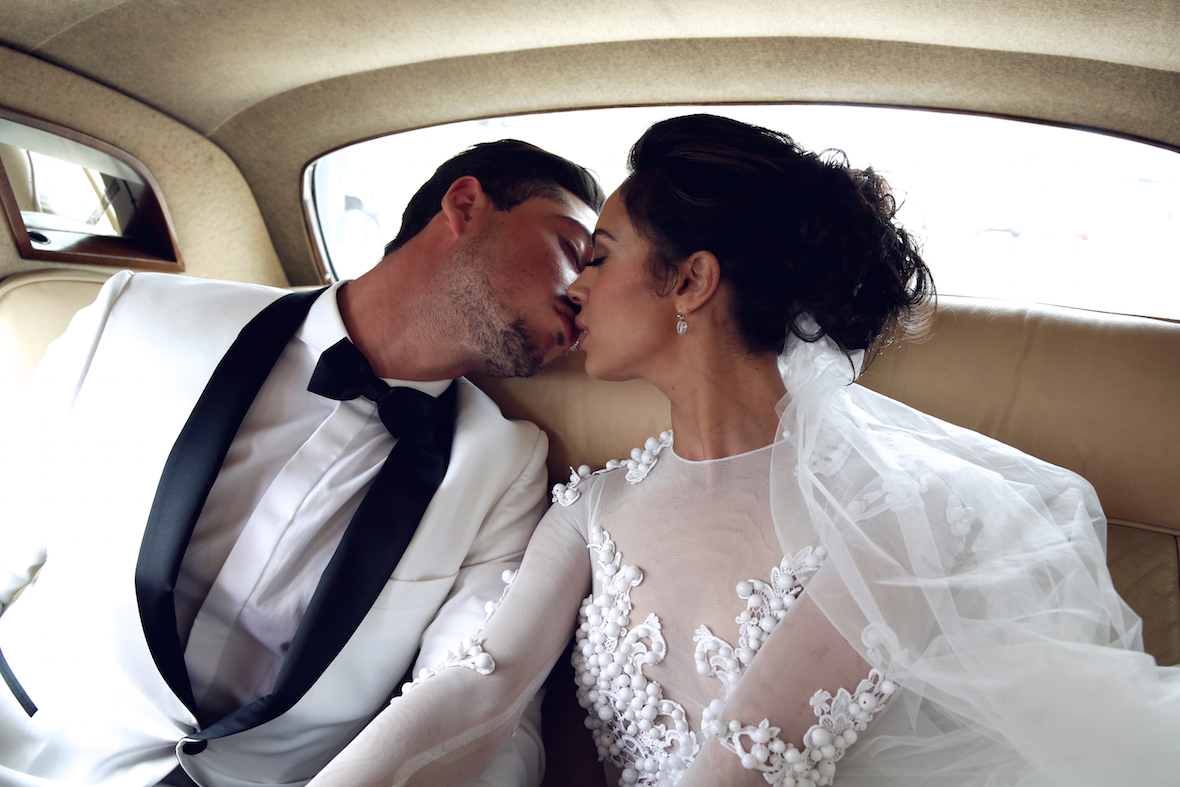 bride_and_groom_kissing_in_car.jpg