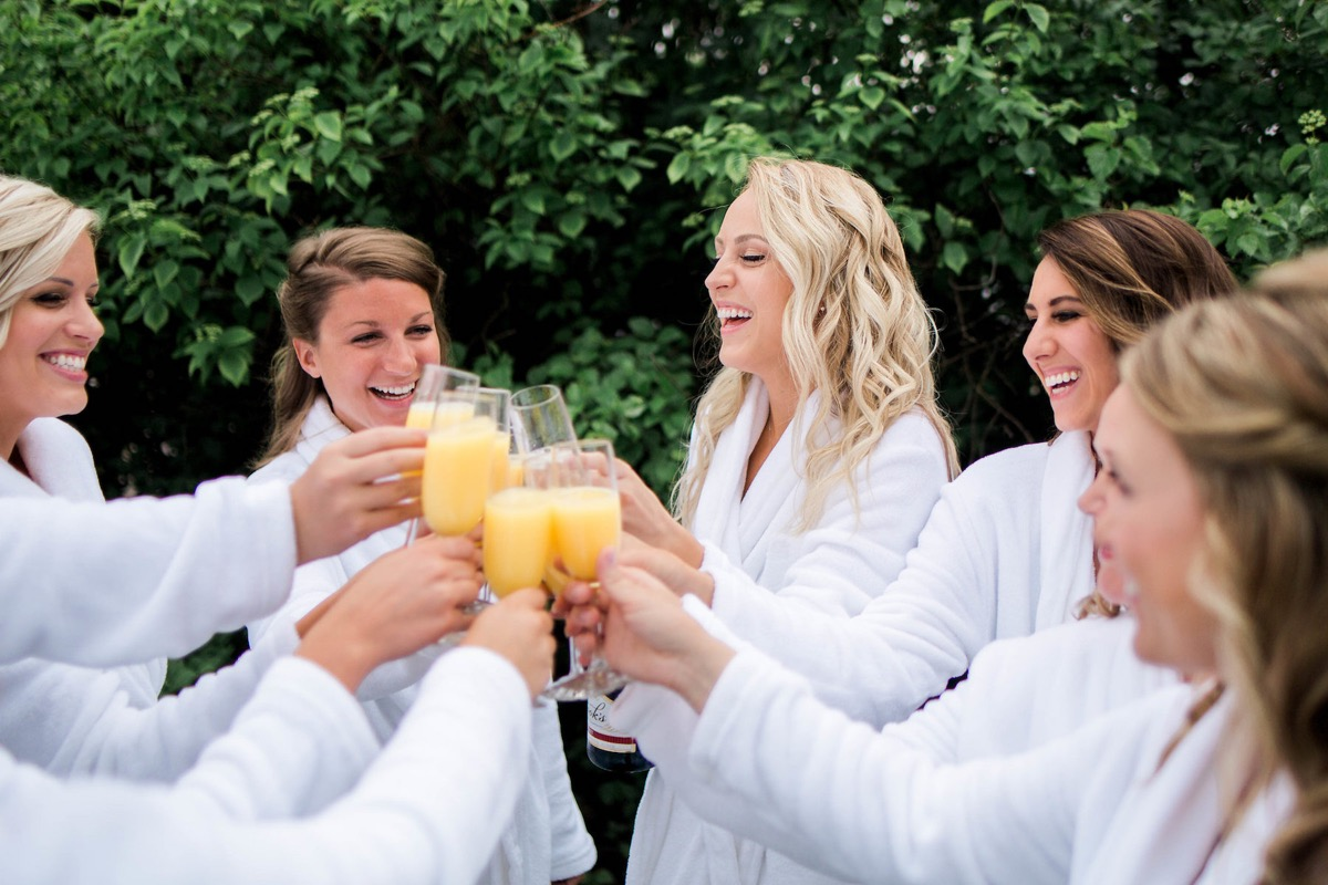 bride_champagne_cheers_with_bridesmaids_mimosas.jpg