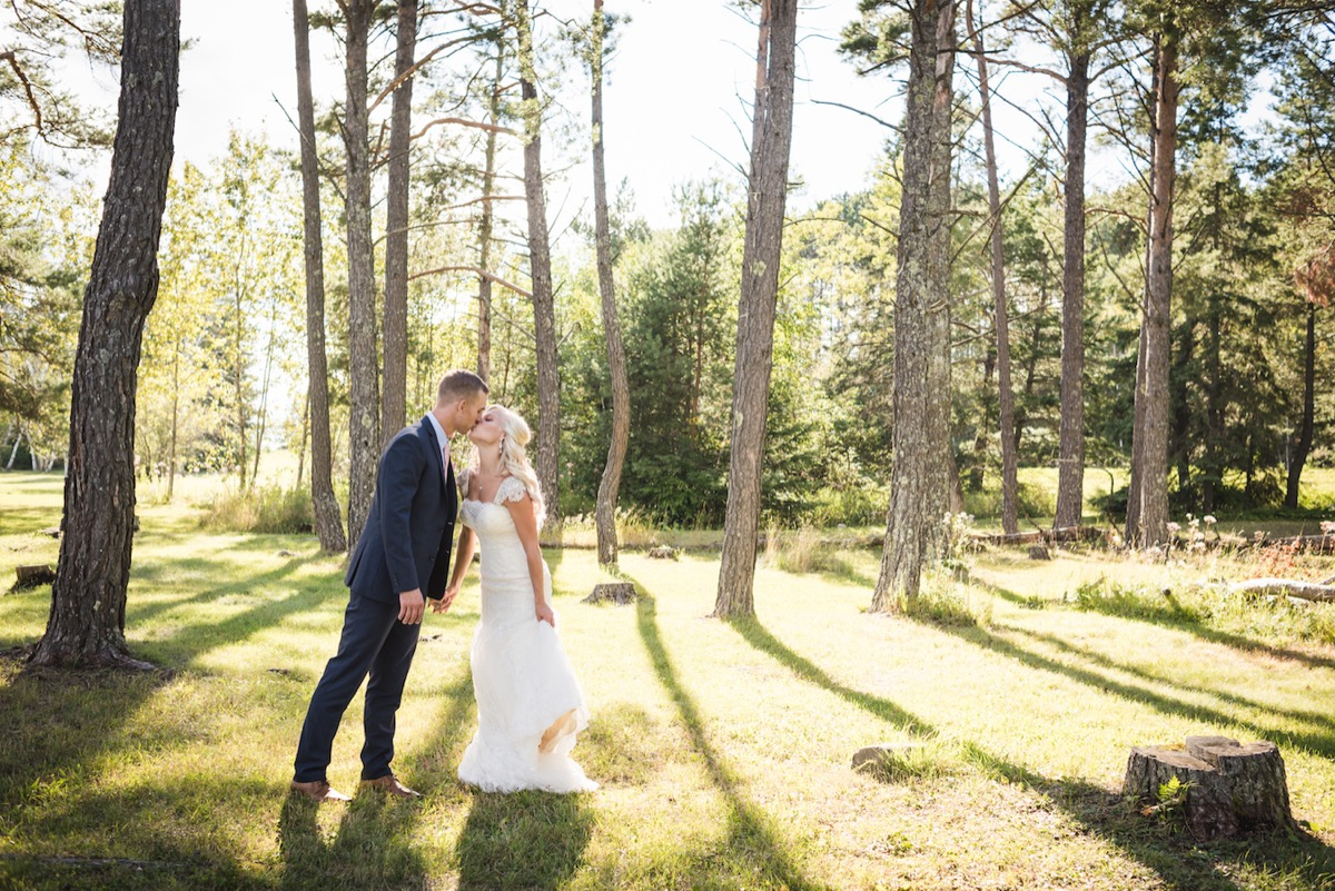 bride_groom_kissing_in_between_trees_minnesota_state_park_wedding.jpg