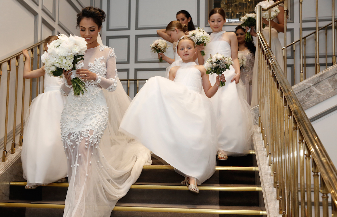 bride_with_flowegirls_on_stairs.jpg