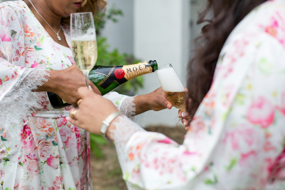 bridesmaids_pouring_moet_champagne_into_glasses.jpg