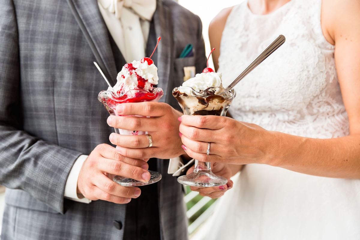 bridgemans_ice_cream_sundae_closeup_wedding_treat.jpg