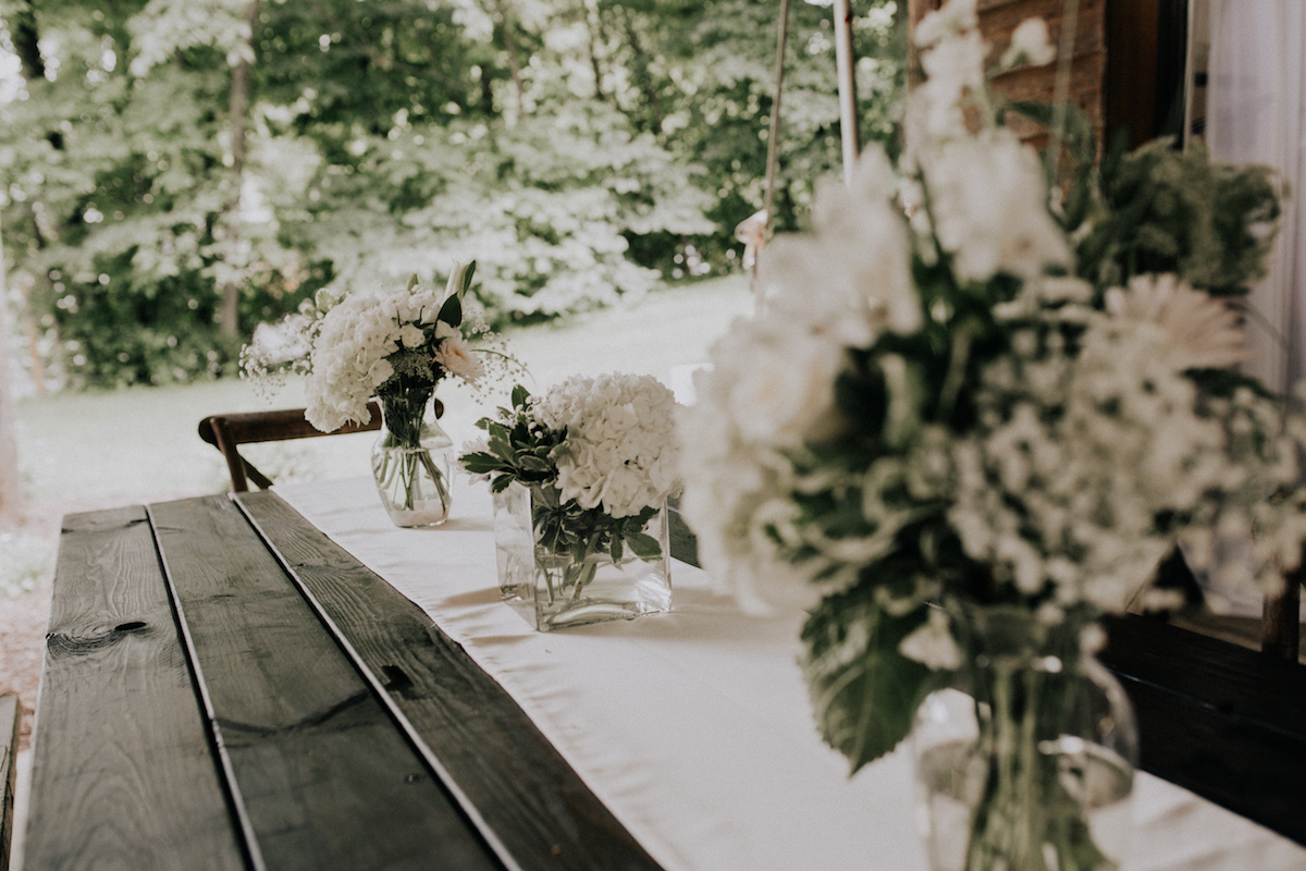 bright_white_flower_table_stting_backyard_wedding.jpg