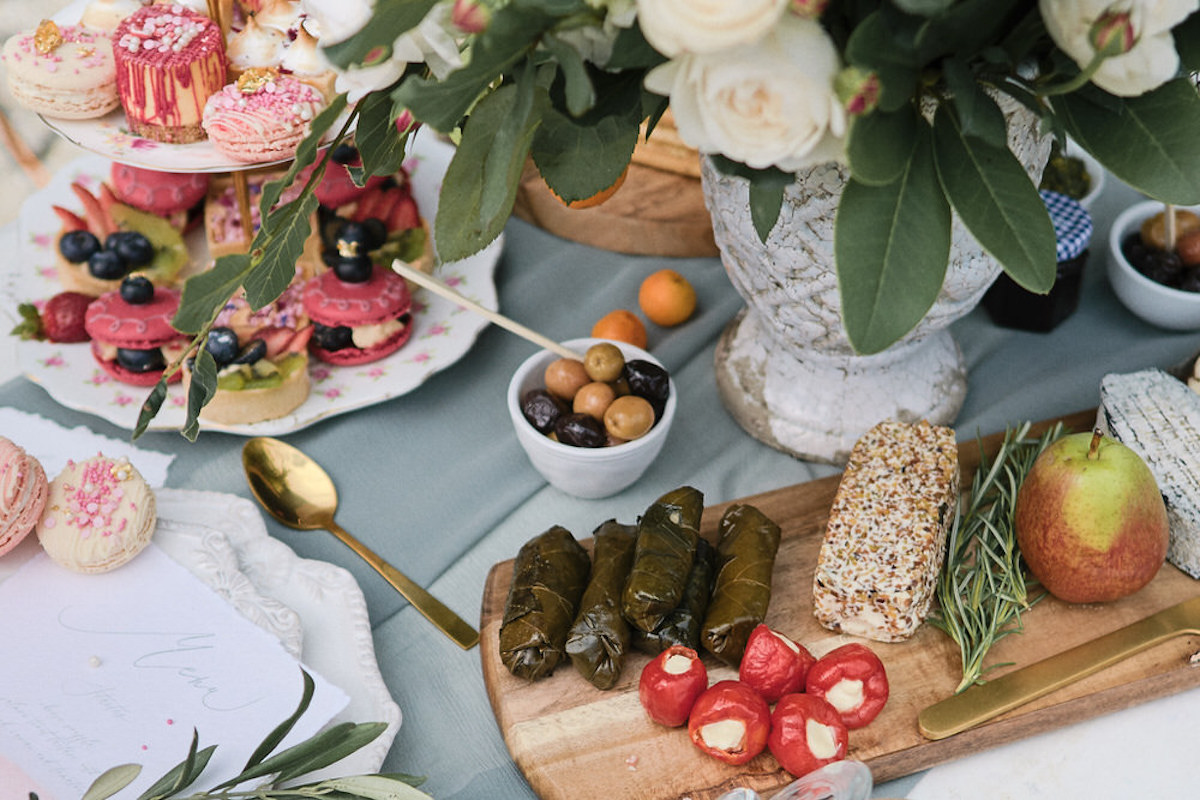close_up_details_of_romantic_french_outdoor_lunch.jpg