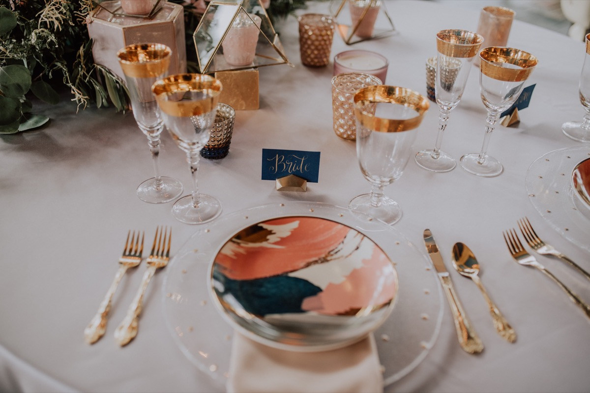 coral_navy_tablescape_gold_accents.jpg