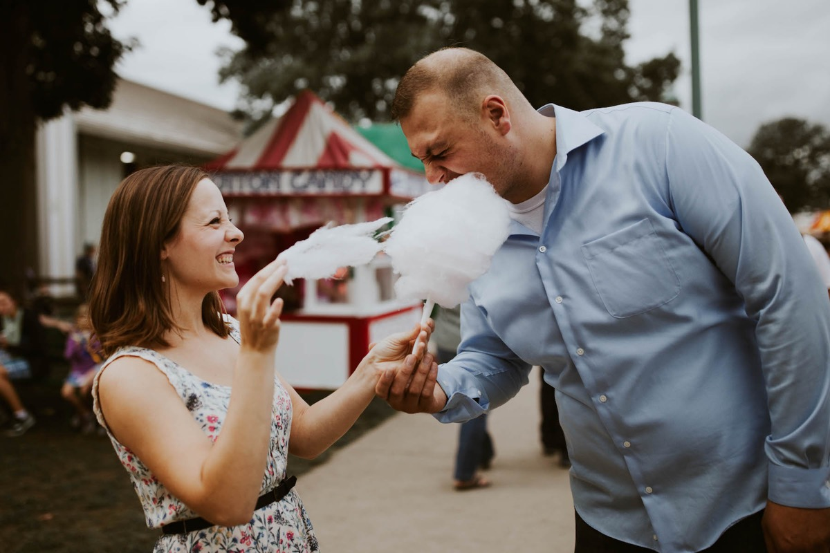 couple_eating_cotton_candy_mn_state_fair_engagement.jpg
