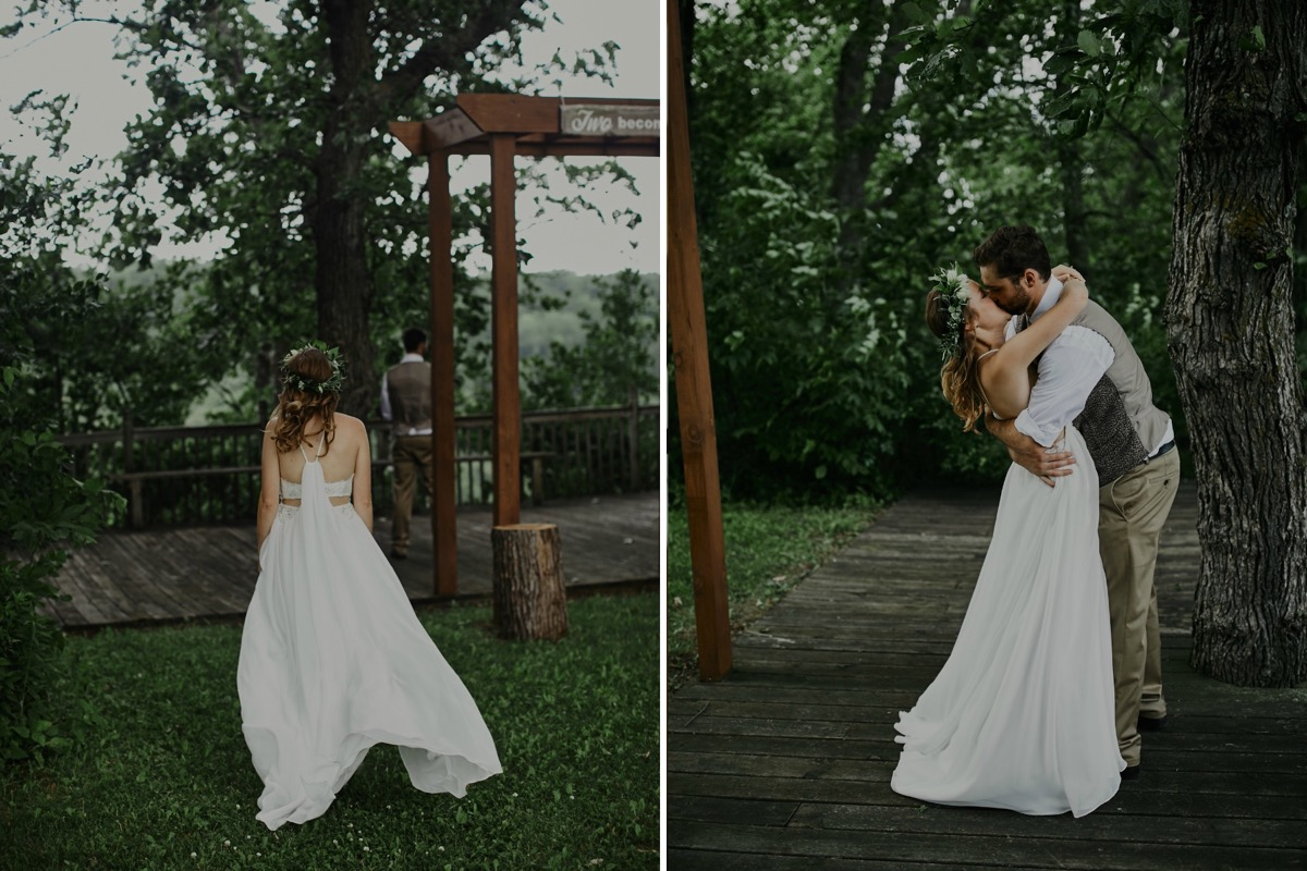 dark_moody_wedding_photography_couple_kissing_forest.jpg