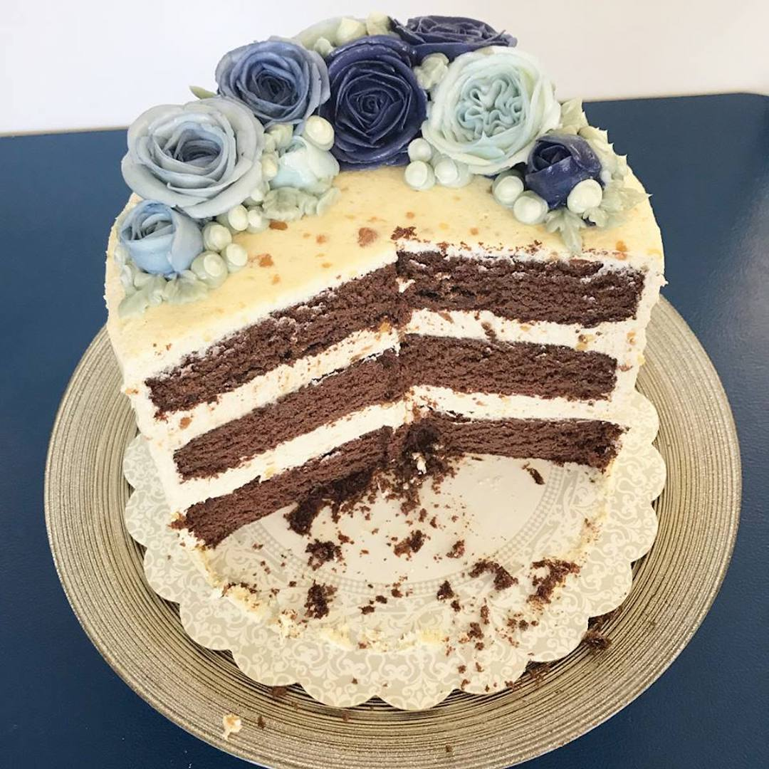 delicious_chocolate_cake_with_blue_flowers.jpg