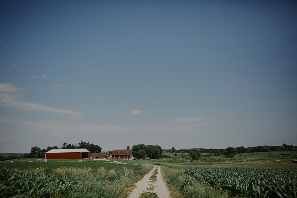 faraway_picture_of_red_barn_farm_wedding.JPG