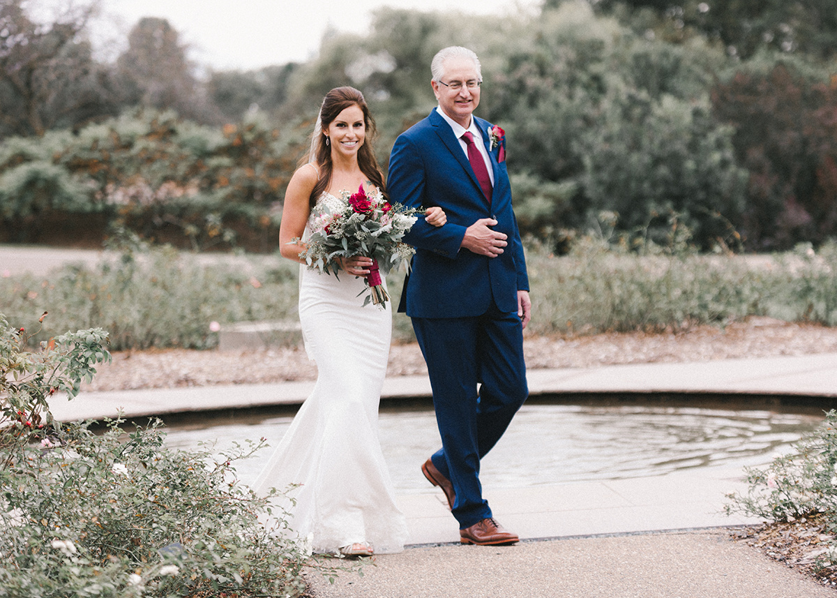 father_walking_bride_down_aisle_garden_outdoor.jpg