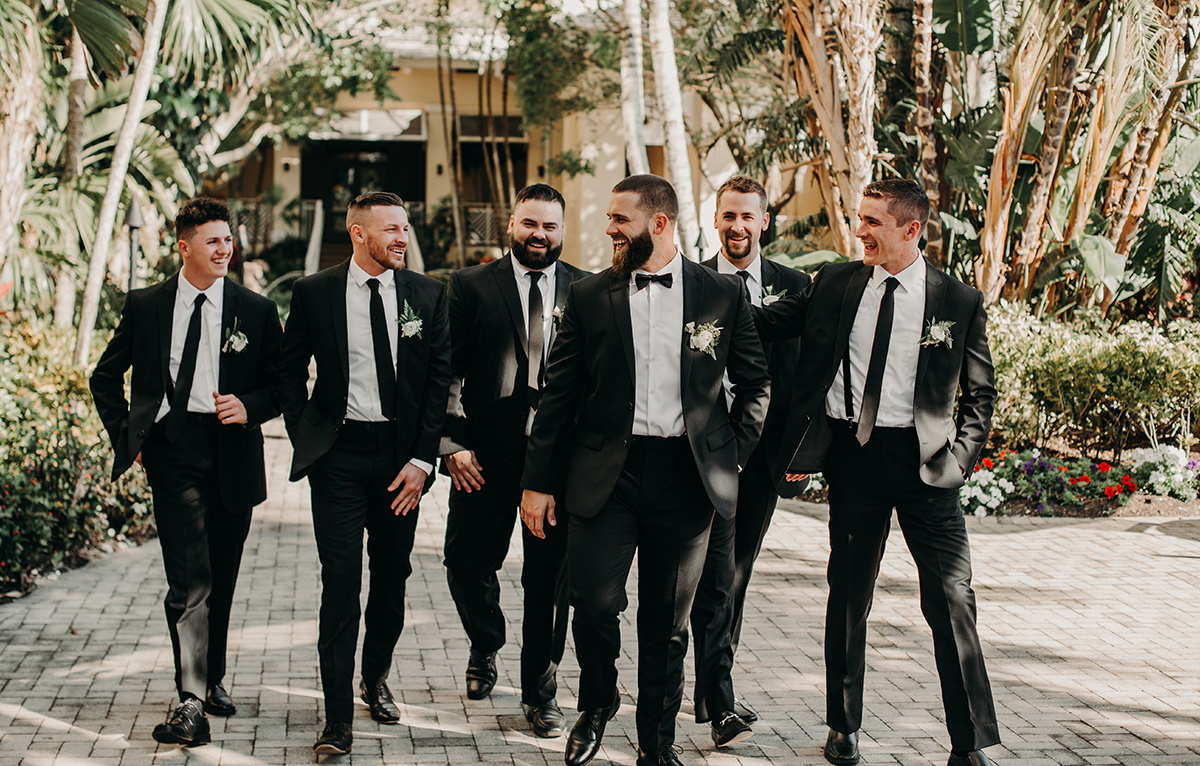 florida_wedding_groom_walking_with_groomsmen.jpg