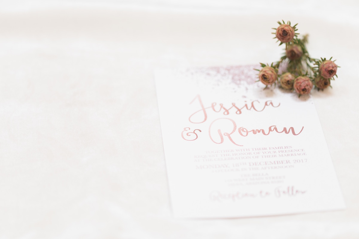 glitter_wedding_invitations_with_flowers.jpg