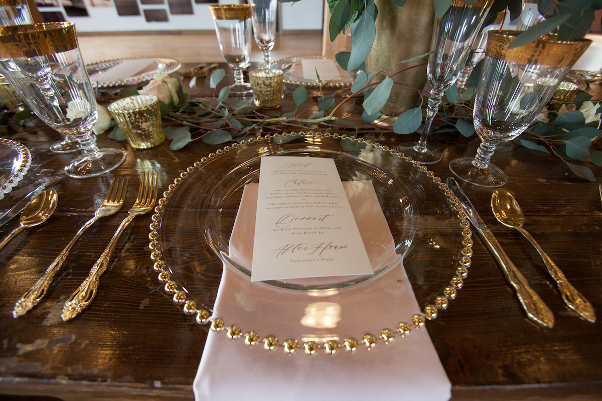 gold_and-pink_wedding_dinner_table_setting.jpg