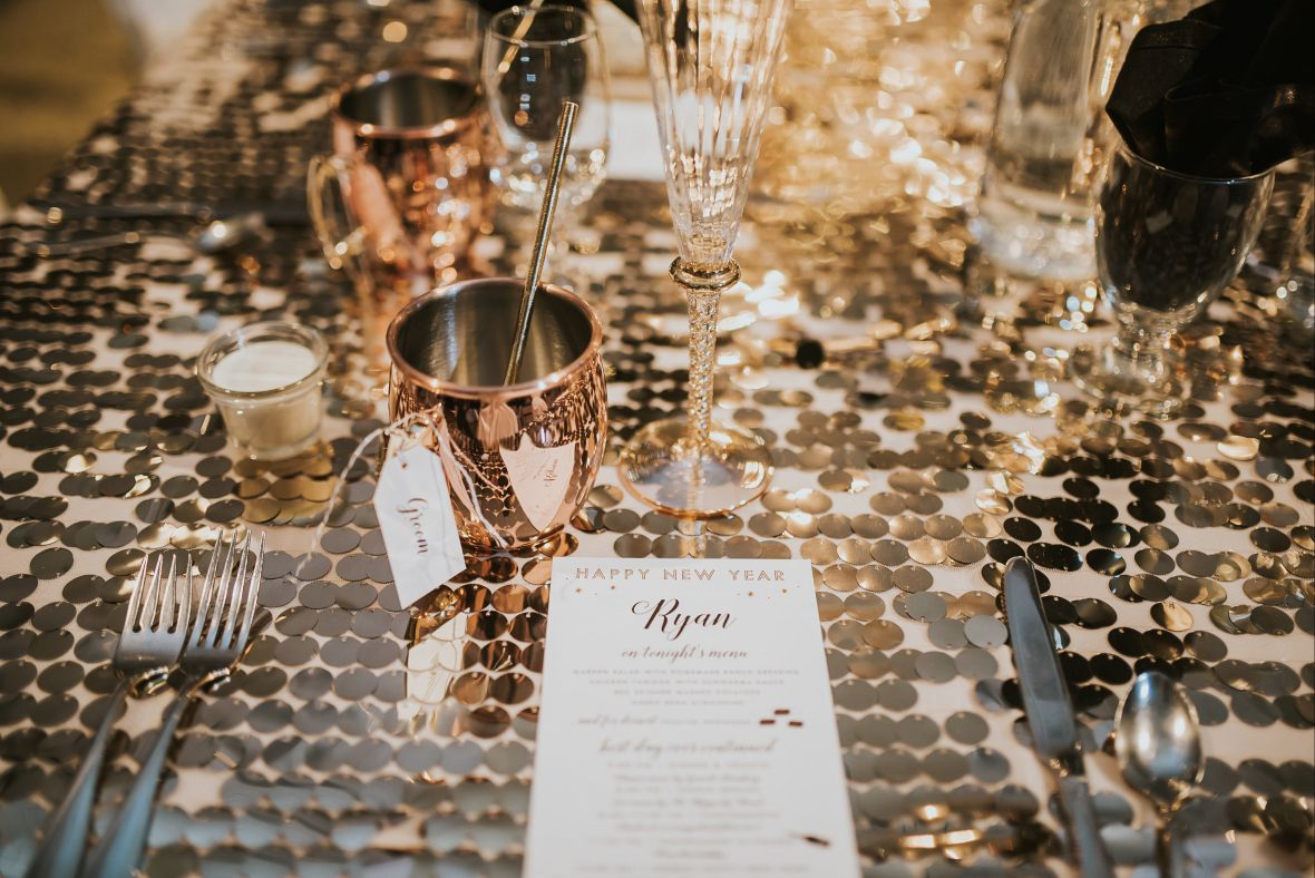 gold_shimmering_table_cloth.jpg