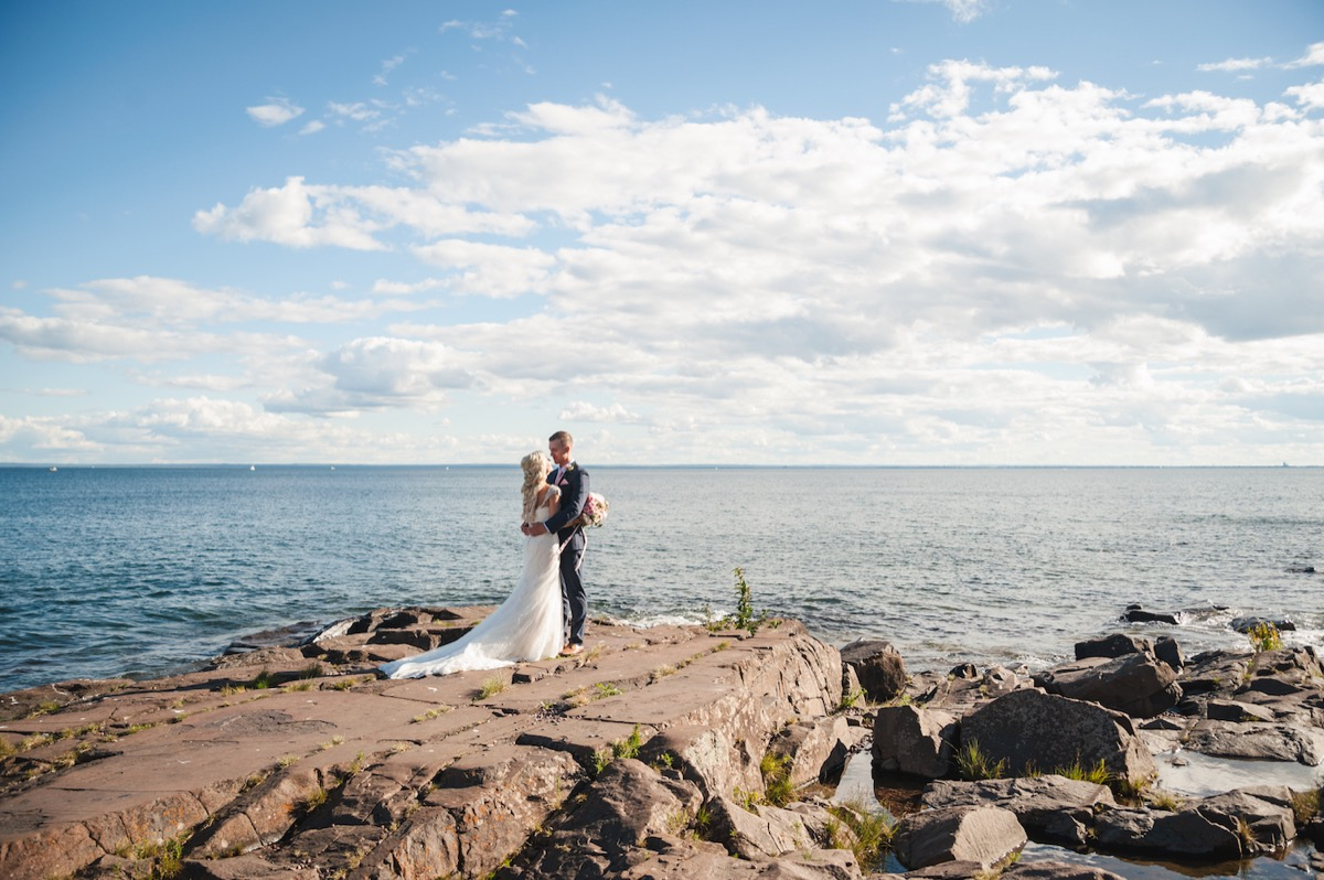 gorgeous_fall_wedding_day_on_the_lake.jpg