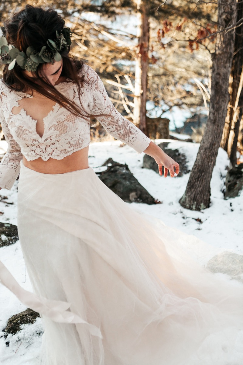 gorgeous_two_piece_wedding_gown_lace_crop_top_tulle_skirt.jpg