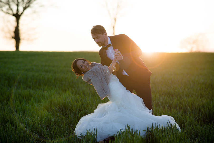 groom_dipping_bride_sunset_wedding_portraits_sweden.jpg