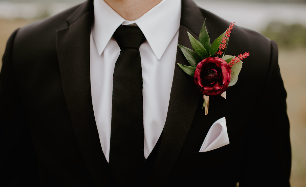 groom_floral_pin.jpg