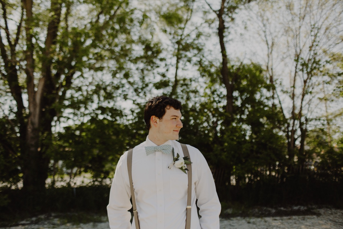 groom_spring_outfit_wedding_portrait.jpg