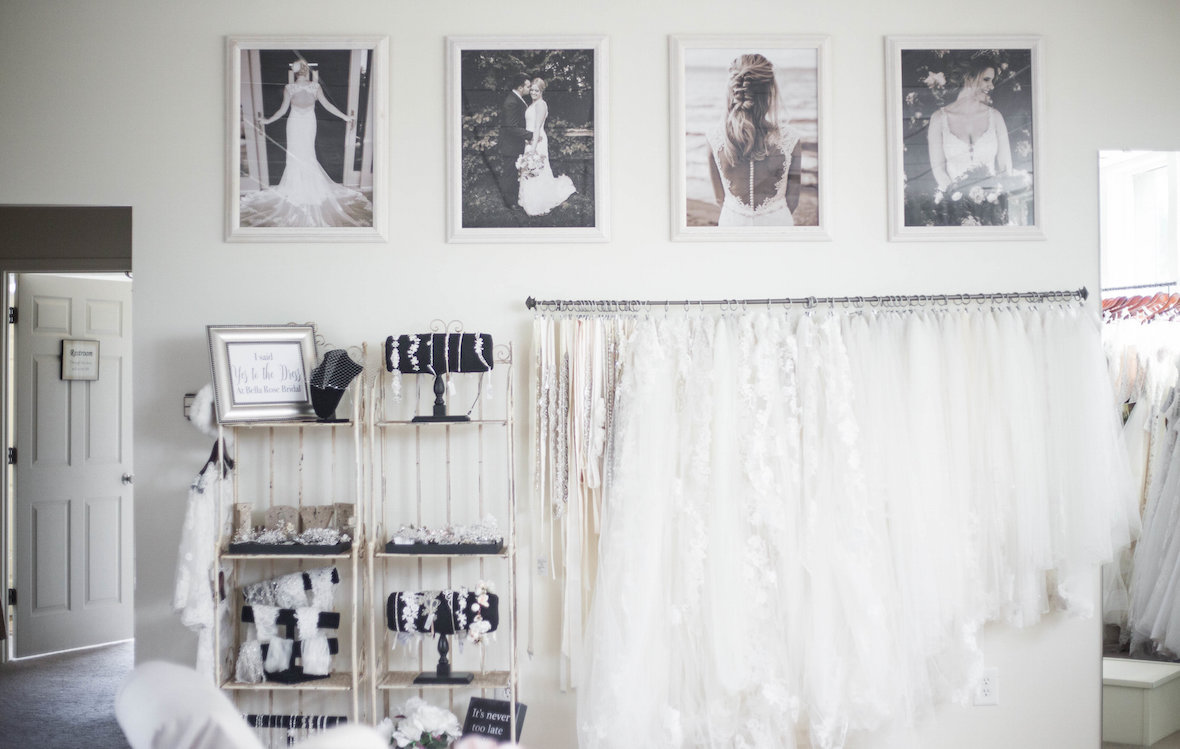 hanging-wedding-pictures-and-accessories.jpg