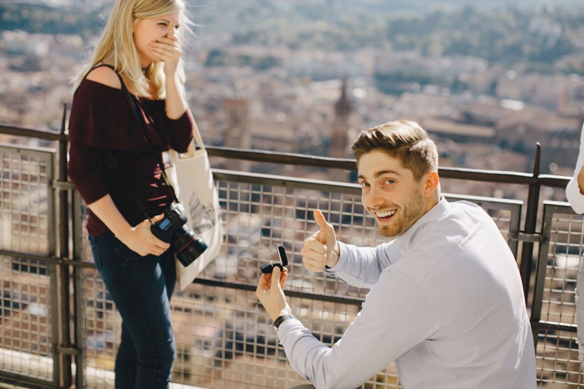 man_proposing_to_woman_venice_italy_thumbs_up.jpg