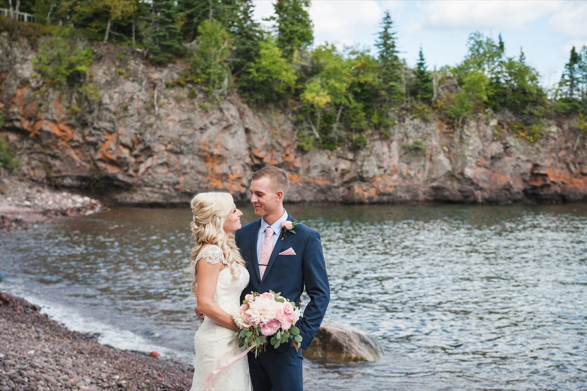minnesota_wedding_couple_married_lakeside.jpg