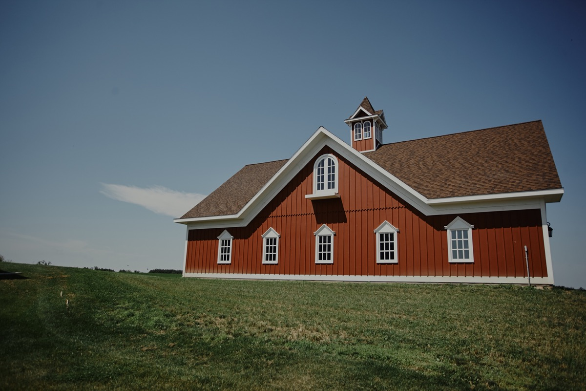 new_red_barn_siding_barn_mn_wedding.JPG