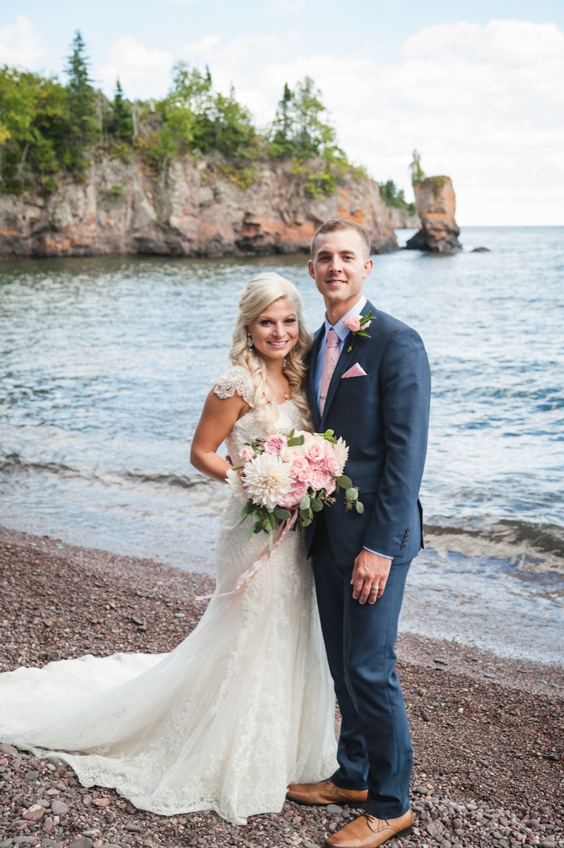 newlywed_portrait_lake_shore_wedding_minnesota.jpg