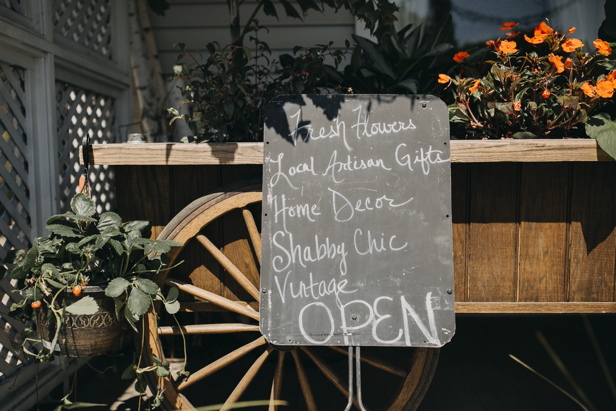 petal_cart_chalk_sign.jpg