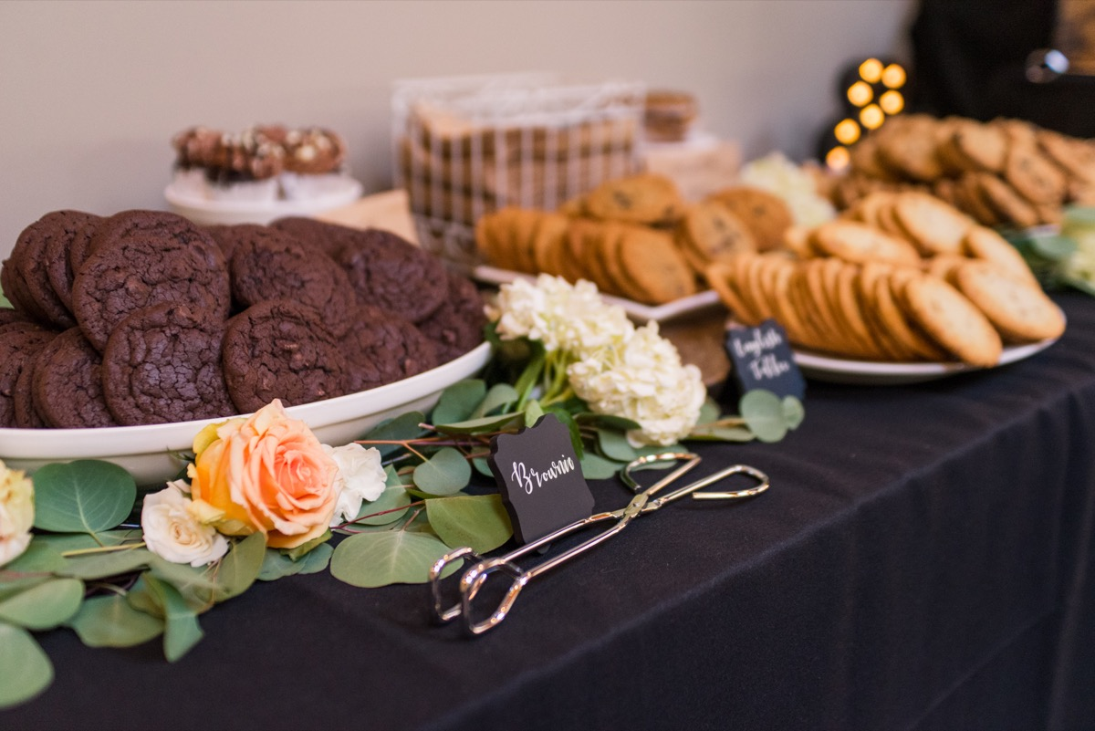 reception_wedding_cookie_bar_brownie_sign.jpg