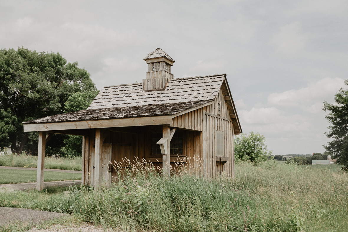 rustic_wedding_shed.jpg