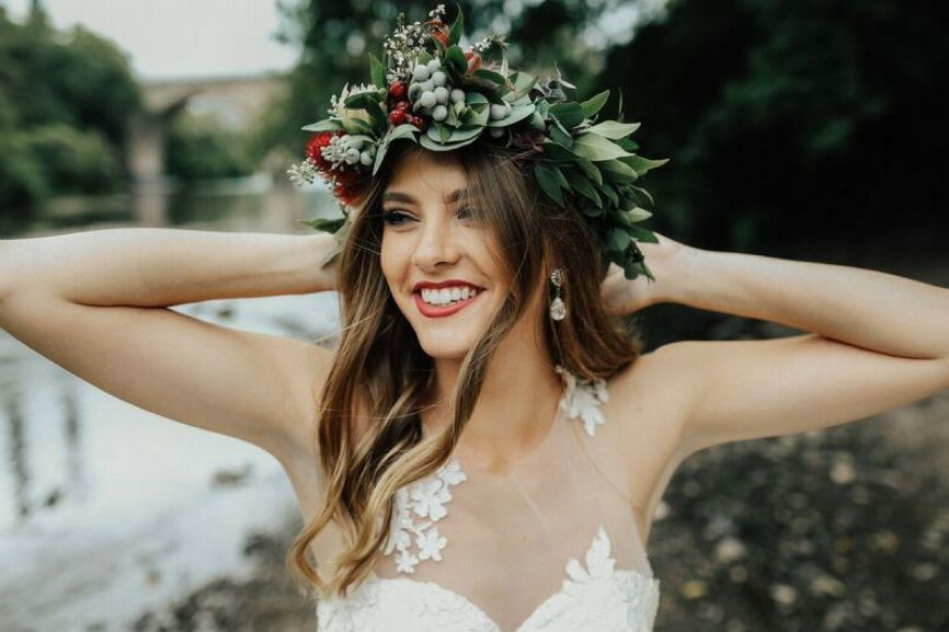 scandinavian_inspired_wedding_flower_crown.jpg
