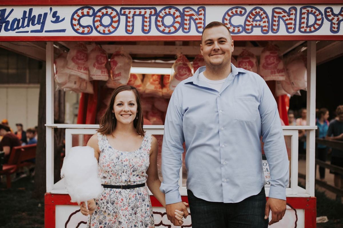 state_fair_engagement_photos_cotton_candy_stand.jpg