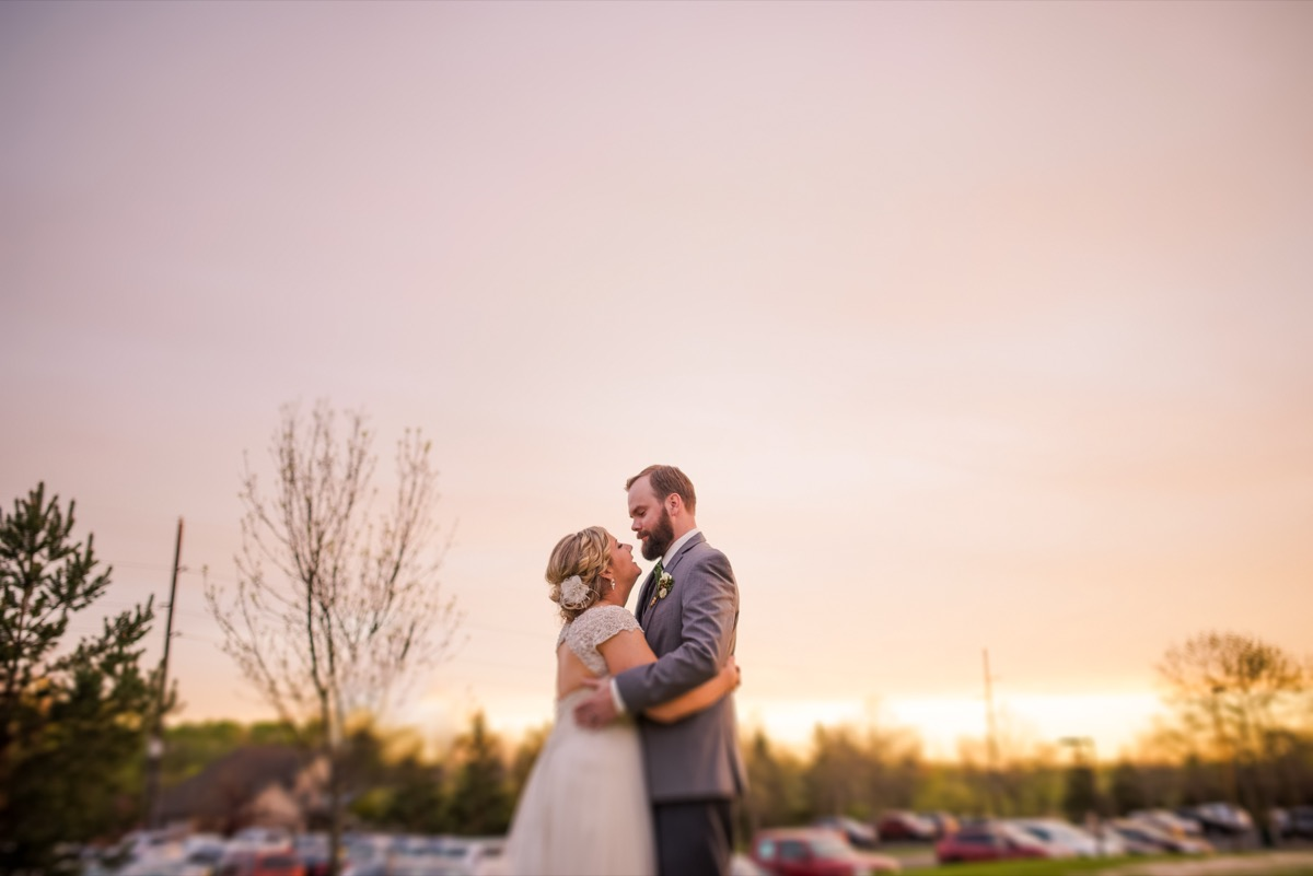 sunset_wedding_photos_pink_sky_golden_horizon.jpg