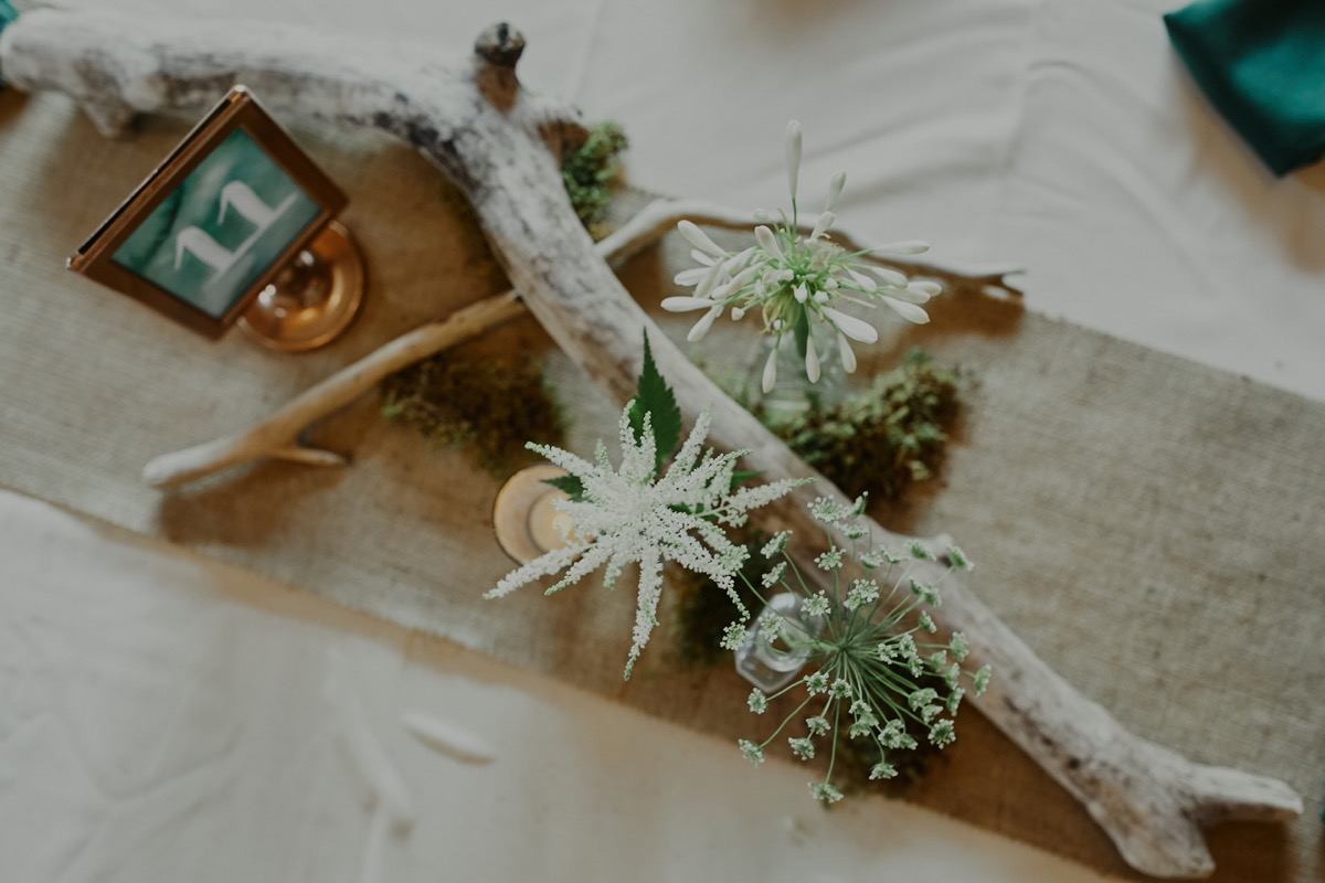 table_settings_burlap_white_wooden_stick_centerpieces.JPG