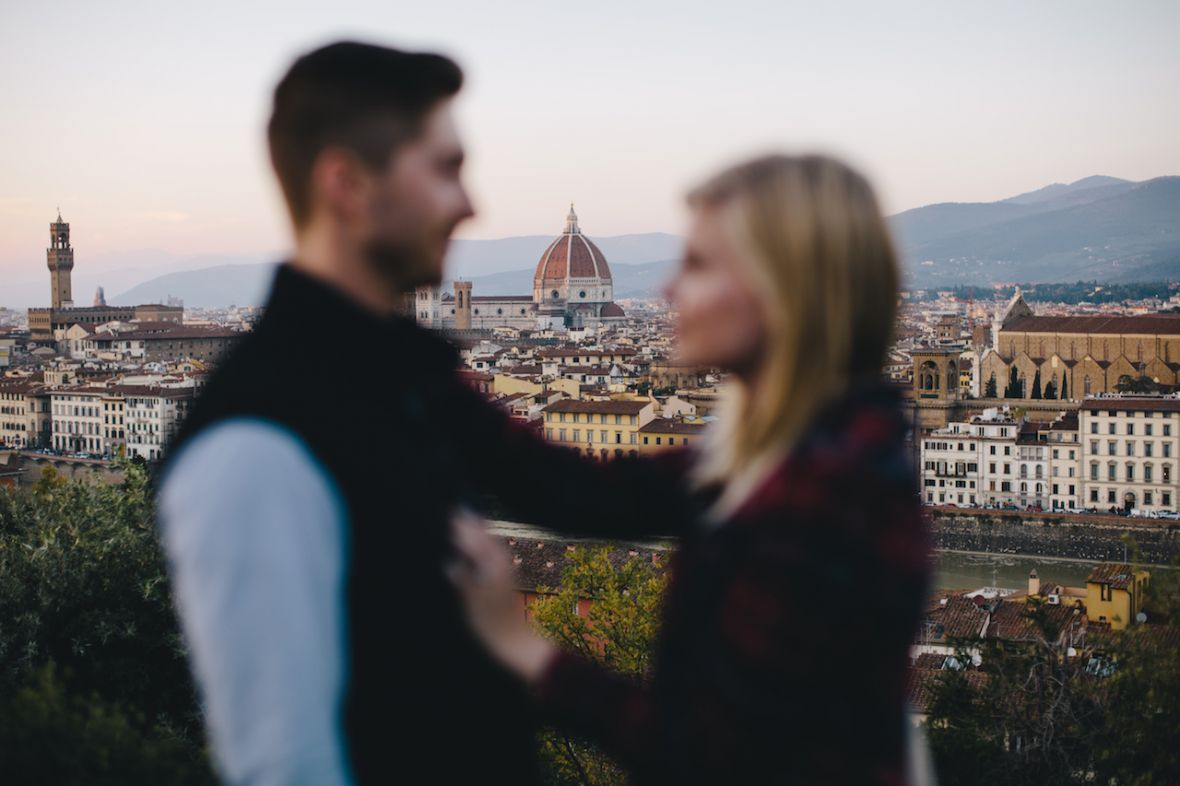 venice_in_background_in_focus_couple_blurry.jpg