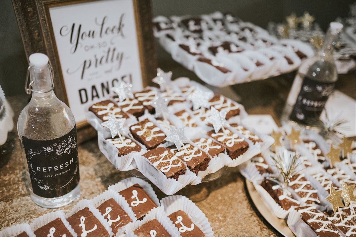 wedding_brownie_dessert_table_gold_stars_decor.jpg