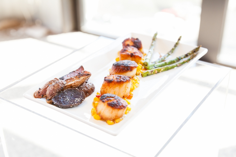 wedding_meal_meat_asparagus_on_white_plate.jpg