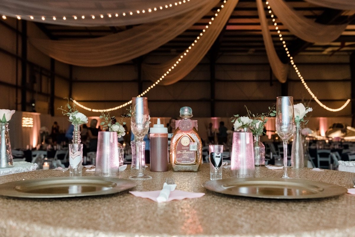 wedding_reception_glitter_gold_table_cover_pink_napkins.jpg
