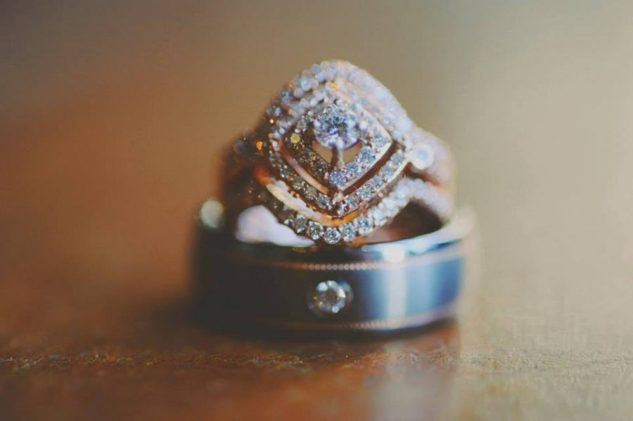 wedding_ring_with_4_diamond_shaped_halo_bands.jpg