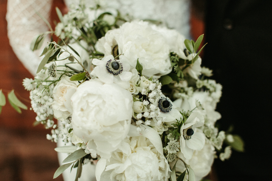 white_and_black_floral_bouquet_weddings.jpg